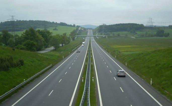 Dan Ťok: Letos opravíme více než 600 km státních silnic a připravujeme k zahájení 140 km dálnic