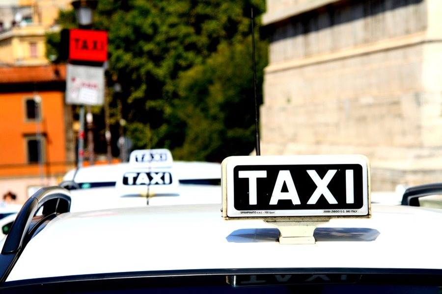 The Ministry of Transport proposes to pass a law allowing taxi services via mobile apps