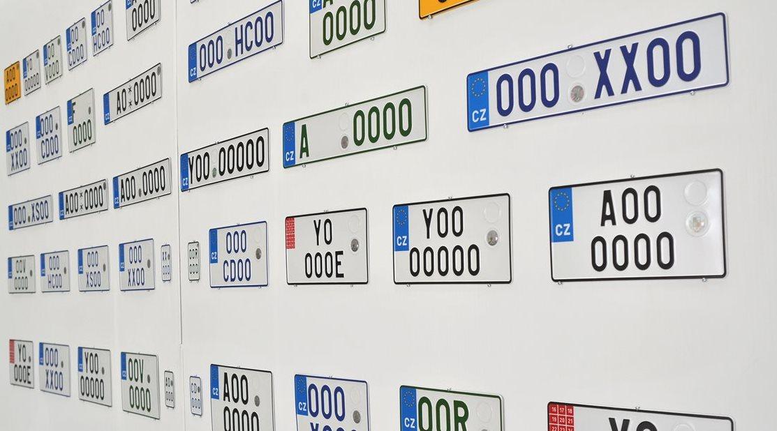 1c953c898 Stát má nového výrobce registračních značek, díky změně dodavatele ušetří  přes 100 milionů korun