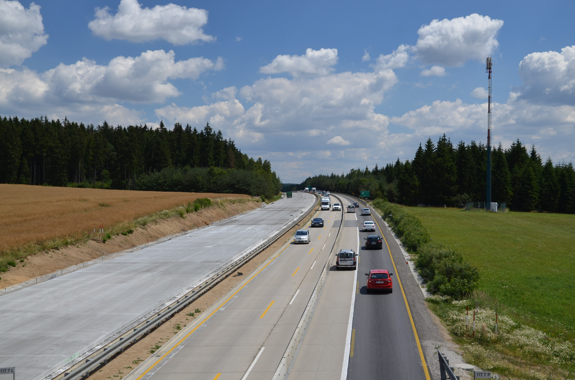 The new D1 motorway section by Jihlava has opened for drivers after two years again
