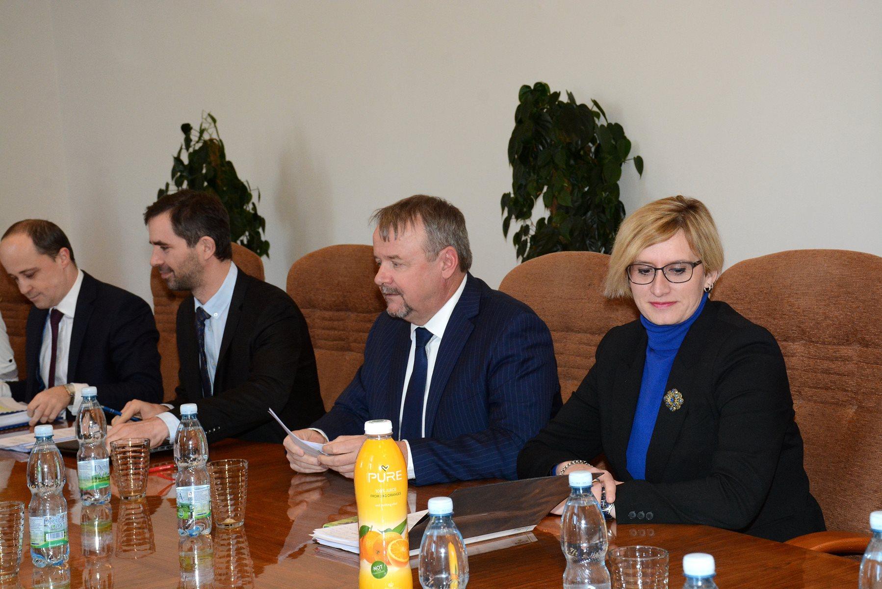 Ministr Ťok na jednání s ministryní Šlechtovou