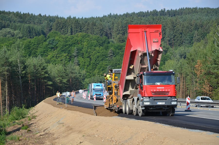 The construction of the D6 and D35 motorways can start this year still, the government received info
