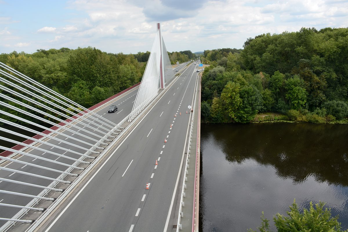 Work started on more than 15 km of the D11 motorway between Hradec Králové and Smiřice