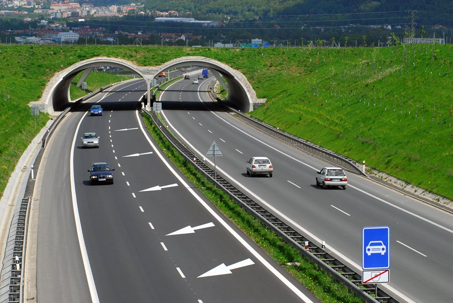 The departing government leaves 180 km of finished motorways and category I roads